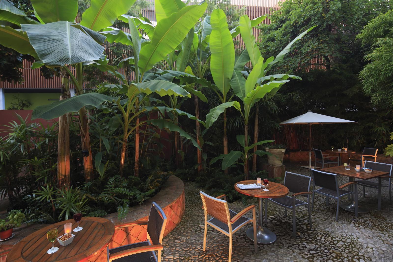 H tel napol on menton hotel 4 toiles menton sud de la for Au jardin des colibris avis