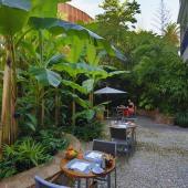 Hôtel Napoléon - Petit-Déjeuner dans le Jardin 3