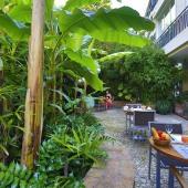 Hôtel Napoléon - Petit-Déjeuner dans le Jardin 5