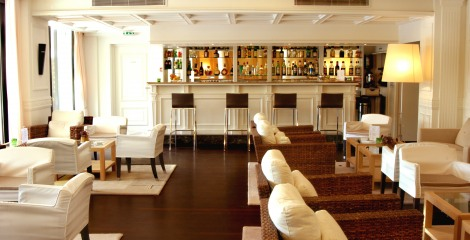 Hôtel Napoléon - Relax in the Lounge Bar